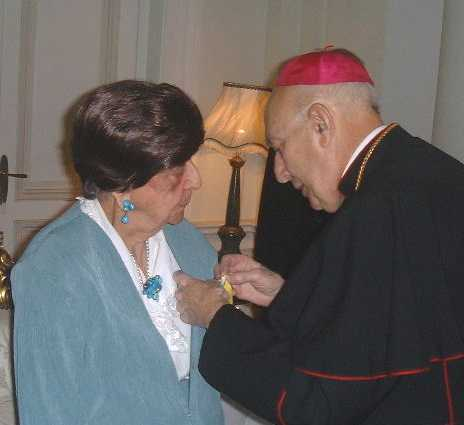 Esther Weinstein decorated by the Nuncio